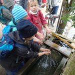Endlich hat die Quelle wieder Wasser für den Brunnen...
