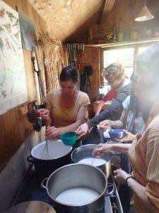 Beim Sojaseminar wurde aus den eigenen Bohnen ...